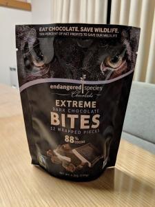 iHerbレビュー「Endangered Species Chocolate」社の「Extreme Dark Chocolate Bites(エクストリームダークチョコレートバイツ)」パッケージ