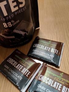 iHerbレビュー「Endangered Species Chocolate」社の「Extreme Dark Chocolate Bites(エクストリームダークチョコレートバイツ)」個包装
