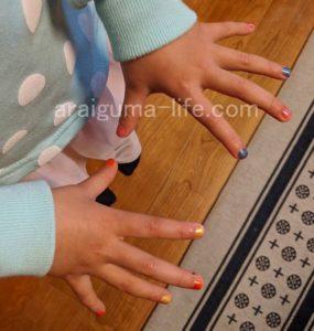 子供におすすめ SuncoatGirlの水性マニキュアキットを使って色を塗った子供のネイル