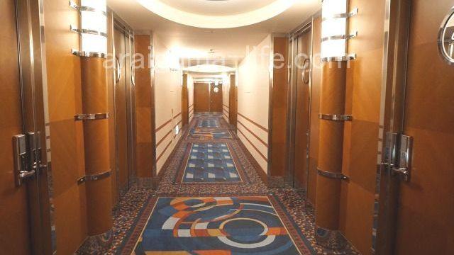 キャラクタールーム階の廊下